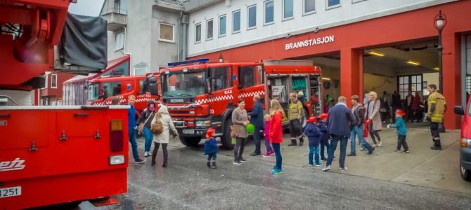Åpent hus på brannstasjonen
